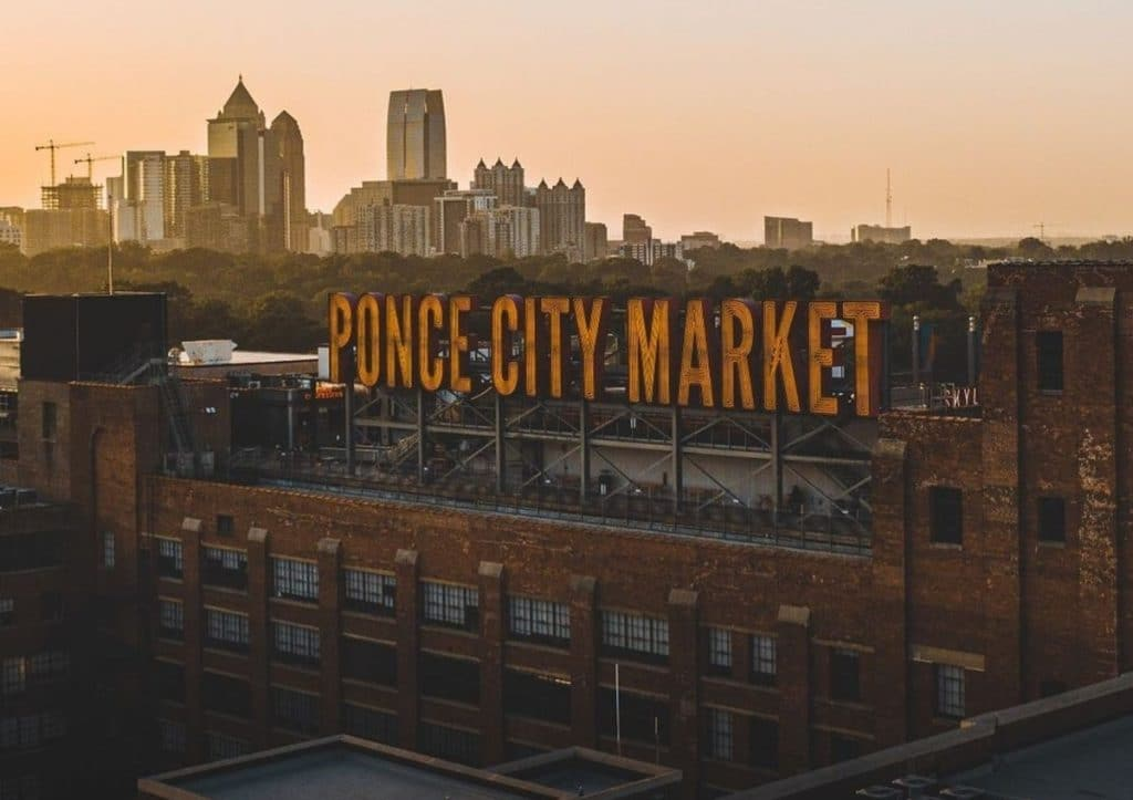 Ponce City Market Hosts This Hilarious Comedy Night Entirely In Spanish!